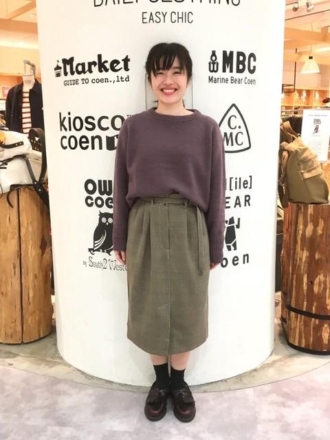 落ち着いたトーン×セミタイトスカートのキレイめスタイル。スカート、前のスリットのお陰でものすごく歩いやすいです◎   モデル:150~154㎝