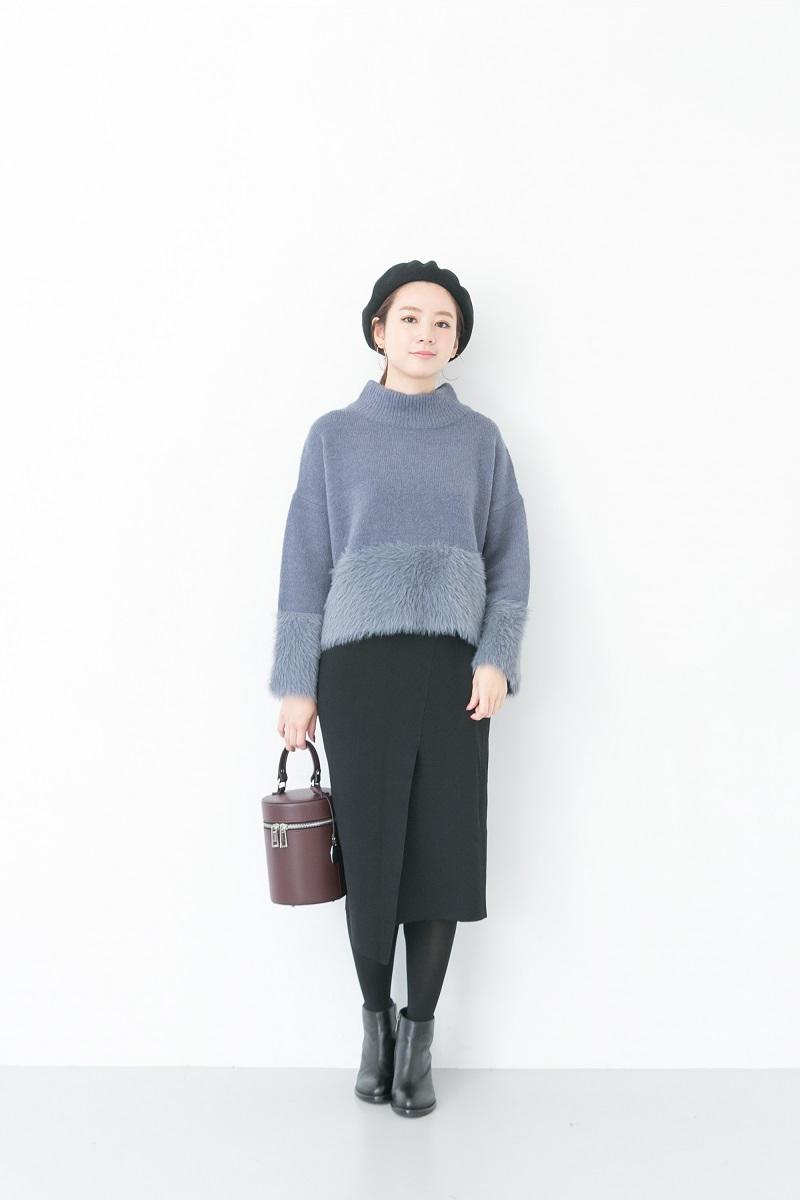 お裾やお袖のふわふわが女性らしいニット。 スカートもニット素材のもので季節感を演出したコーディネートです♪