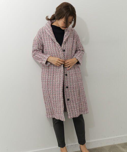 老若男女と合わず愛される、 老舗中の老舗ブランドのjohn braniganのジャガードコート。 見た目よりも着心地も軽く、女性らしい雰囲気で着まわせる一着です。  モデル:168㎝