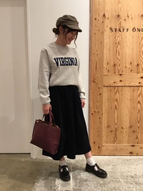メンズのトレーナーをメインにコーディネートを組みました!スカートやキャスケット帽を合わせることで、女の子らしさも残しつつカジュアルコーデ完成です☆  モデル身長:165~169cm