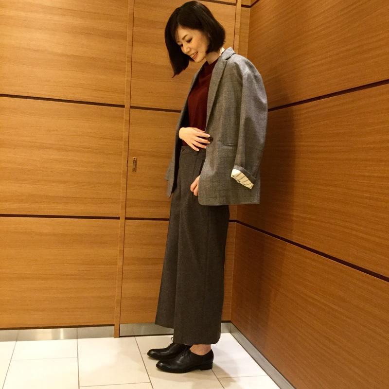 今期トレンドのグレンチェック柄のジャケットを使ったクラシカルコーデ。