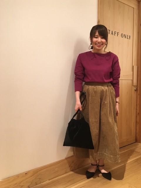 秋らしいピンクが可愛いです◎ コーデュロイのスカートと合わせてみました! 靴は40%オフでお買い得です(^^)  モデル:~149㎝