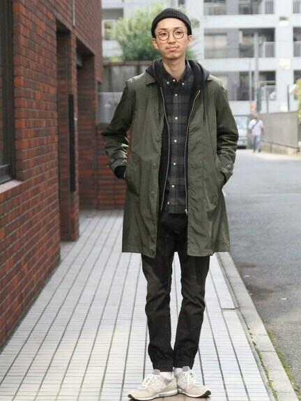 色を落ち着かせたシックカジュアルなスタイルにも ステンカラーコートは外せません。  モデル身長:180~184cm