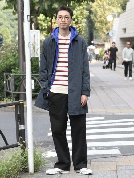 ベーシックなカラーのステンカラーコートは カットソー、パーカーとの定番カジュアルスタイルで。  モデル身長:180~184cm