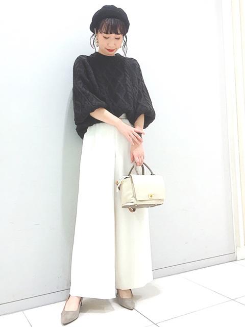 本日はあったかニットとホワイトカラーが新鮮なワイドパンツコーデ★ アルパカ混のイタリア糸を使用した、アラン柄が印象的なニットです♪ コンパクトな丈感ですが、袖と身頃はふんわりしていて可愛いです。