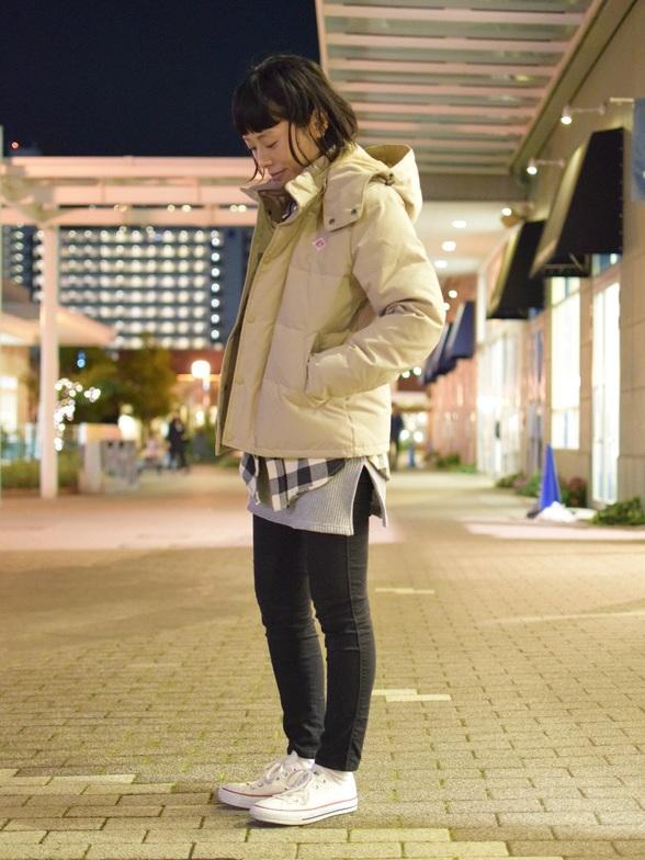 別注アイテムDANTONのあったかコーデ♪  触っていただくと分かりますが、 高密度で織り上げているので、 素材がすごくしっかりしていて丈夫です。  袖リブも付いているので風が入りにくく嬉しいポイントですよね。  冬本番に備えておすすめの一着です!  モデル身長:159cm 着用サイズ:ダウンジャケット/36