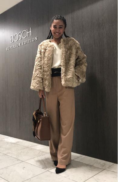 絶妙な色合いの上品リッチなファーコートは、気負わずに着れる緩めのシルエットで、こなれ感を演出!
