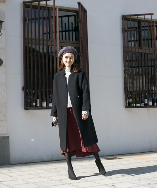 パンプスで足首をスッキリ◎ ベレー帽とスカートで女性らしいコーデに。