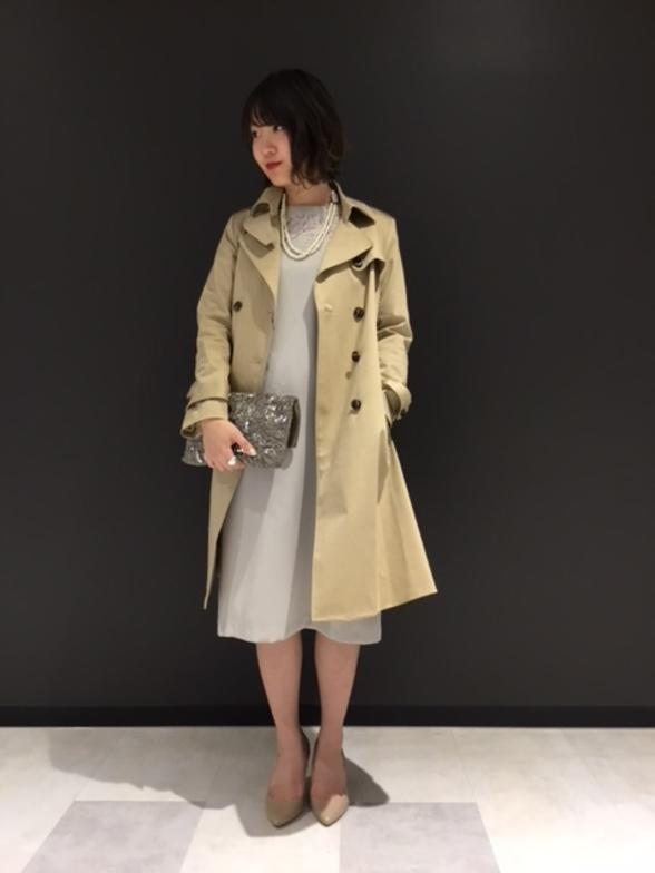 すっきりとしたトレンチコートはドレススタイルにもピッタリです! 春らしく淡いトーンでまどめてみました♪   モデル身長:159cm