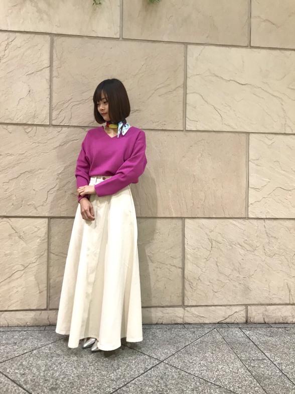 こちらのスカートはアメリカ3大ブランドといわれている Wrangler(ラングラー)とROSSOがコラボしたデニムマキシスカートです。 程よい広がり感がとても綺麗です。  モデル身長:151cm