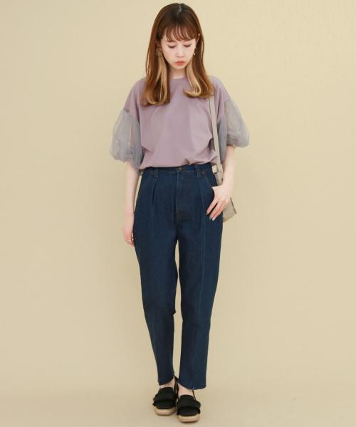 おすすめアイテム 「KBF WEB限定 チュールスリーブTEE」  着るだけで女性らしさをUPさせる チュールスリーブに注目。 Tシャツながらも、きれいめに着こなせるデザインが◎