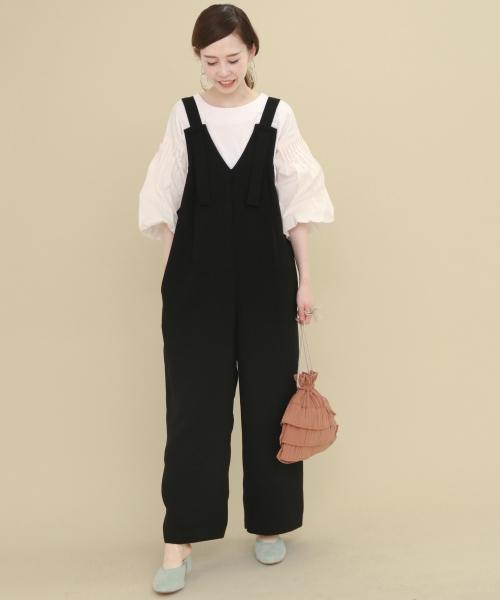 """おすすめアイテム 「KBF 切替タックスリーブカットソー」  ふんわりとボリュームを持たせた袖に注目◎ トレンドの""""袖コンシャス""""トップスは サロペットのインナーにもぴったりですよ。"""