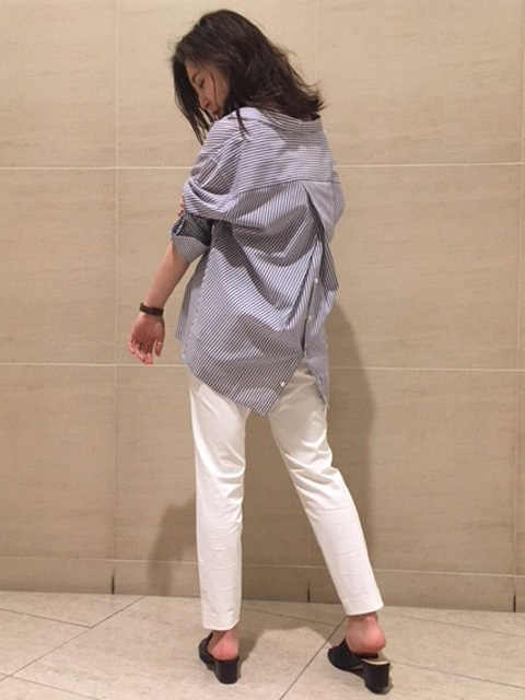 qualiteの顔として名高い究極のスタンダードパンツ! 本日は長めのシャツと合わせてシンプルなコーディネートにしてみました!