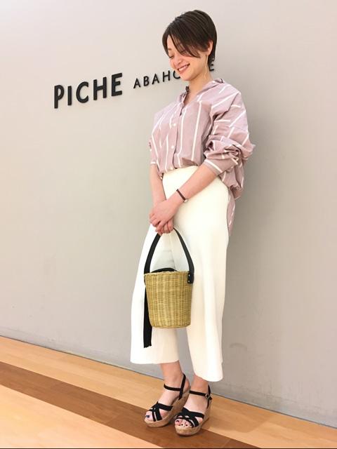 piche定番のクッションソールサンダル。 履き心地の良さはそのままに、今年は直線ストラップでより大人っぽく履いていただけるようアップデート。 夏の足元をおしゃれで快適に。
