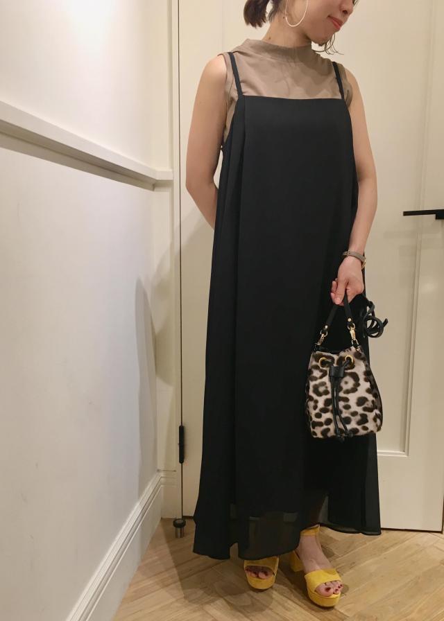 シフォンキャミソールワンピ 裾の透け感が軽やかなワンピースは一枚での着用はもちろん、デニムやレギンスをレイヤードしても今年らしく仕上がり素敵です。