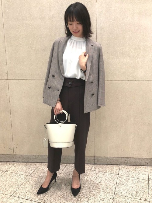 秋のトレンド通勤スタイル  深みのある色味とチェック柄で秋らしさを出しました。 トレンド感あるジャケットなのでON/OFFでお使い頂けます。   ジャケット(size:36) パンツ(size:36) Model:160~164cm