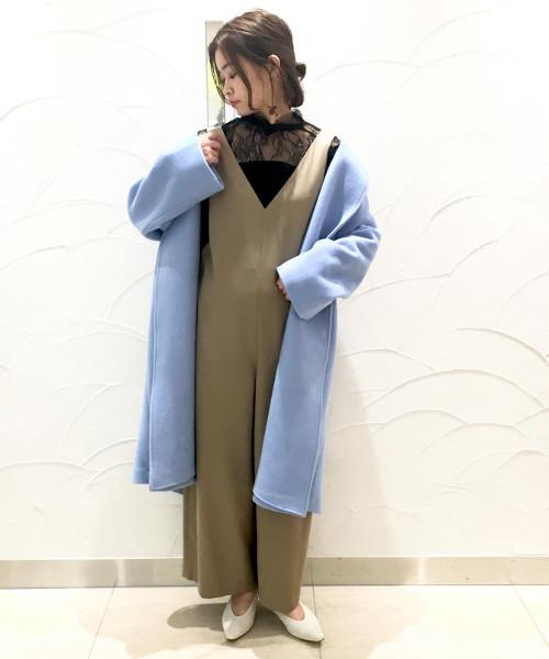 ロング&リーン ベーシックなスタイリングにもカラーコートを合わせるだけで印象的な大人のスタイ
