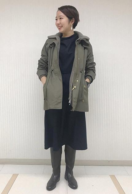 シンプルなワンピースならカジュアルなコートも大人っぽく着こなしていただけます。 シンプルなワンピースですが袖口デザインが効いていて1枚でも様になります☆  スタッフ身長:164cm