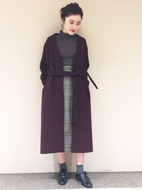 素敵なコートが入荷いたしました。 上質な素材、ラインの綺麗なシルエット、今年らしいカラー展開!   羽織ると気分の上がるコートです
