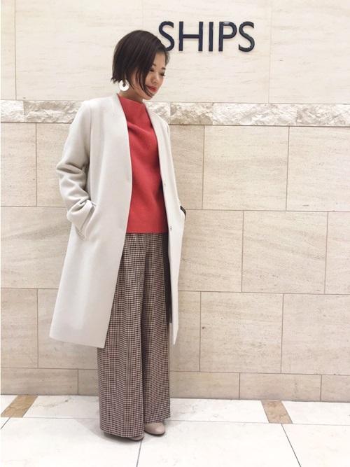 すっきりとしたシルエットのコートは、パンツスタイルに相性抜群です。 モデル: 161cm