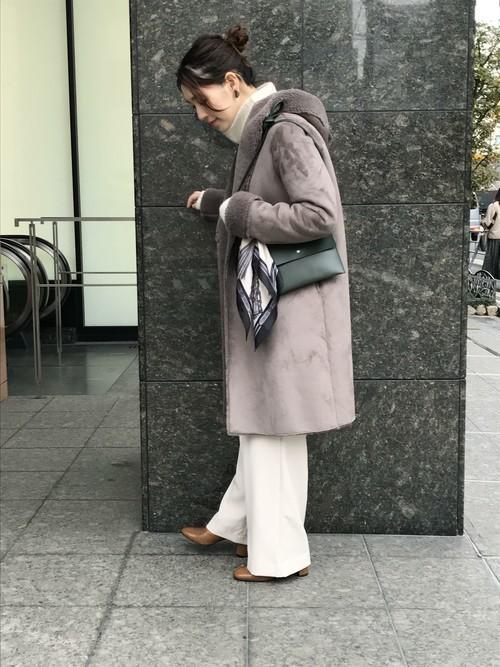 本格的に寒くなってきた今、こちらのアウターがおすすめ!  フェイクとは思えない上質な仕上がりに驚きです(*_*)  グレーの色味で大人な雰囲気に★  モデル:164cm