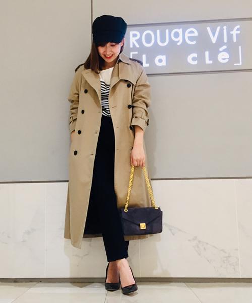 ラグランスリーブが今年らしい雰囲気のトレンチコートは定番のロング丈トレンチコートをラフなシルエットになってます☆ 大人っぽく着られるゆったりしたフォルムが魅力の一着。 取り外し可能なライナー付きで今から着られる嬉しい一着です☆ ライナーはチェック柄でトレンドもさりげなく取り入れました。