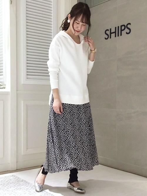 揺れ感のあるフレアスカートはワッフル素材を合わせてカジュアルダウン。 オンオフどちらも使えます。  モデル身長:168㎝