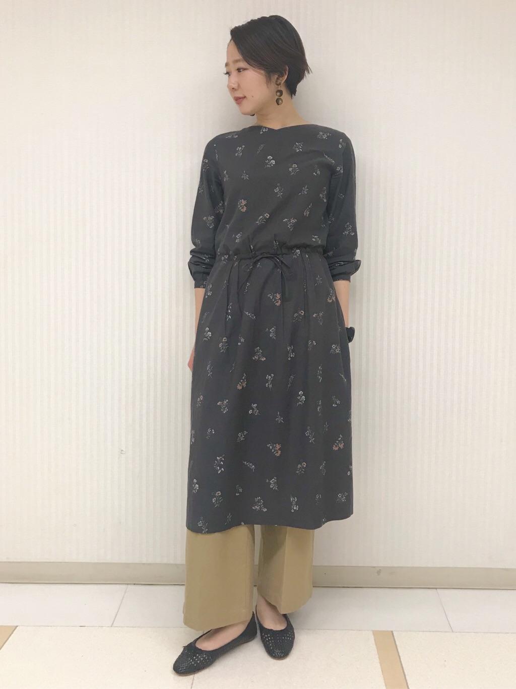 7b3fbe141ca43 HUMAN WOMANスタッフのワンピースを使ったレディースファッションコーディネート