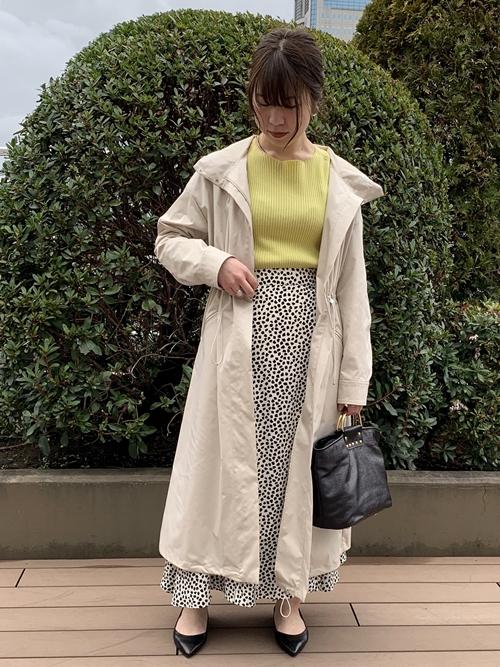 イタリアの老舗ファブリックメーカー、リモンタ社の生地を使用したコート。  撥水加工を施してあるので雨の日にも気兼ねなくお使いいただけます。  モデル身長:158㎝