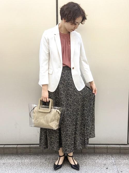 落ち感のある控えめなレオパード柄のスカートはコーディネートのポイントにさりげなく合わせて頂けますよ!  モデル身長:163cm