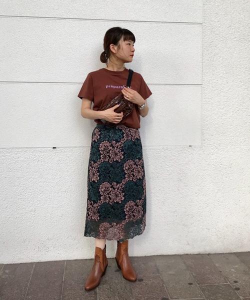 スカートはタイト過ぎず、程よいサイズ感です 丈も長過ぎないので、身長が低めな方にもおススメです!