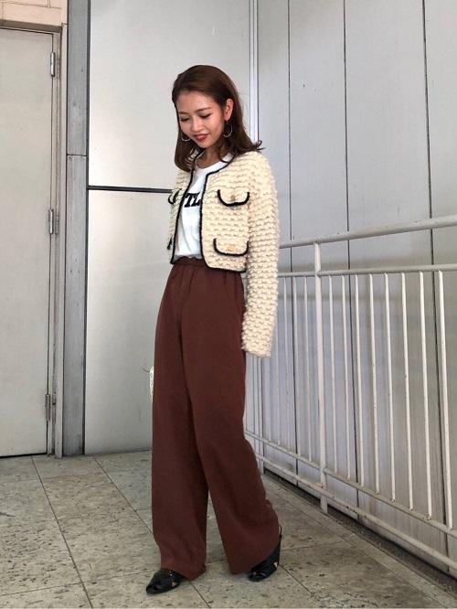 ショート丈のジャケットなのでワイドパンツを合わせてもスッキリ見えます︎☺︎パールホワイトのマエストラはきれいめでも合わせやすいので優秀カラーです!!!♡  H:155