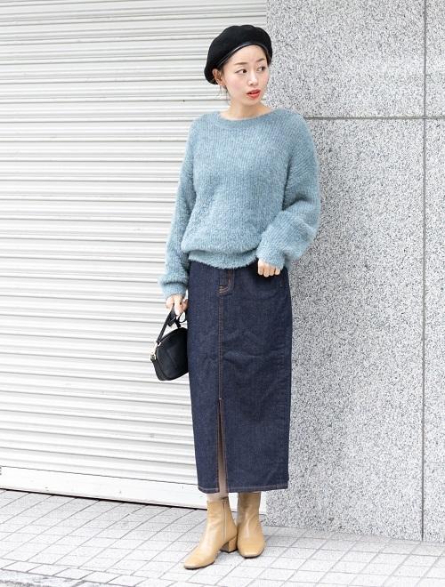 程よくゆるいシルエットが女性らしいニットプルオーバー。 さりげなく光るラメがポイントです。  あえて細めのタイトスカートを合わせることで、 スッキリバランスの良いコーディネートになっています。