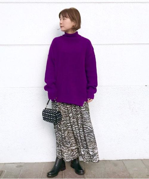 アニマル柄のスカートに、パープルのニットで今年っぽくコーディネートしてみました! スカートはウエストゴムで履きやすいです ブーツは少し幅広で甲が広めな方にもおすすめです!!
