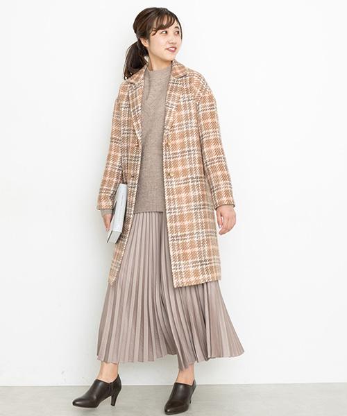 表情のあるロービングコートは、今年らしいニュアンスカラーのチェックが新鮮♪全体をやさしいベージュのワントーンで仕上げてチェック柄もレディにこなして
