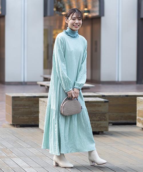 ふんわりとしなやかで、表情ある楊柳ワンピースは、1枚で着るのはもちろん、リブタートルを覗かせたレイヤードスタイルが旬でおすすめ♪爽やかな色合いとワンピの軽やかさが、春に向けてぴったり!
