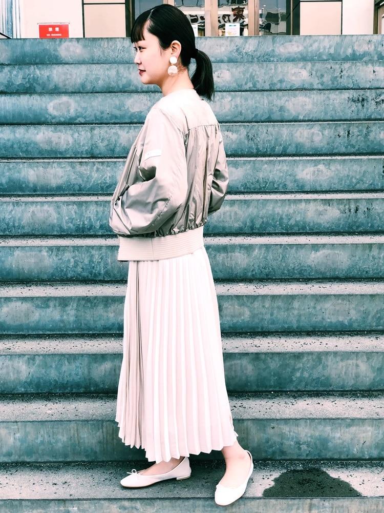 ベージュのグラデーションで春コーデ! タトラスのアウターは軽いのに暖かさ抜群です! カジュアルなシルエットですが、 綺麗目なプリーツスカートなどと合わせると上品さもプラス出来ます!  モデル身長:157cm