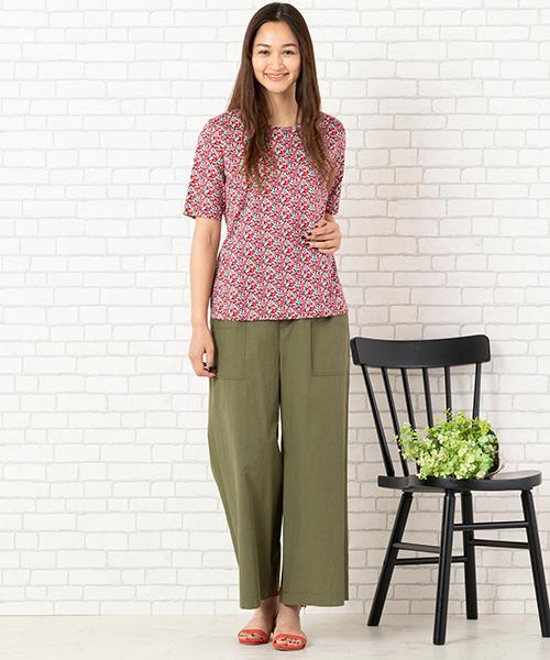 人気のリバティプリントシリーズに、大人可愛いTシャツが登場。ストレッチ性抜群でラクちんな履き心地なので、おうちファッションにもオススメです。 ◆大きいサイズ/L-LL◆ model:173cm
