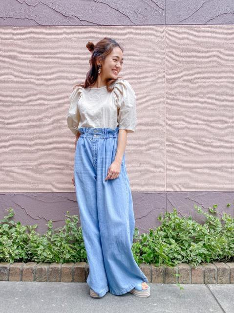 袖のふんわりとしたパス感が可愛いトップス❤︎ ベーシックなカラー展開なので、デニムで合わせたり柄物スカートと合わせたりと万能なアイテムです(^^)  H:155