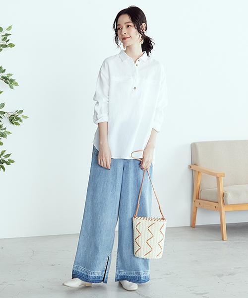 【ONIGIRI】 ホワイトのシャツでさわやかかつ涼やかな印象を。 デニムも明るめカラーをチョイス!