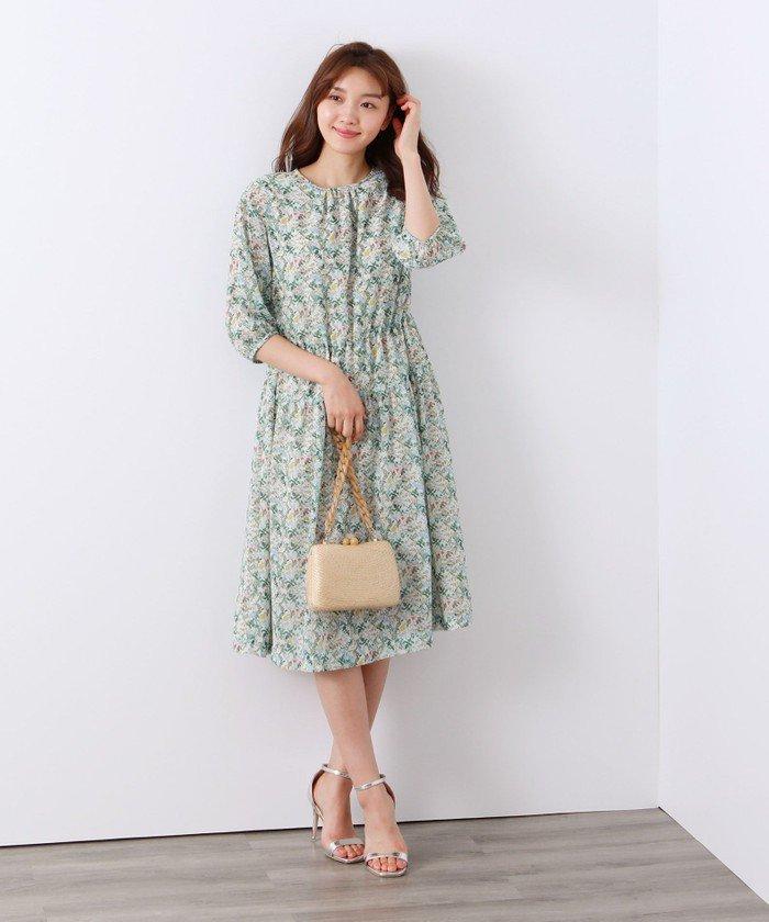 流行のティアードドレスを控えめの分量感で着易く作りました。同素材のブラウス、スカートもございます。