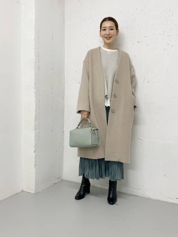プリーツスカートで女性らしくも、ニットのレイヤードでカジュアルさも出しました!  色合いが爽やかで、重たくなりがちな冬のコーデが華やかに。  モデル:164㎝