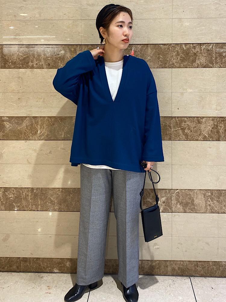 グリーンの色鮮やかな個性の光るトップスでコーディネートに差を付けて。  【着用レビュー 】 着用アイテム:トップス 身長:162cm / 普段サイズ:38/ 着用サイズ:onesize サイズ感:ゆったりきれるサイズ感です。。 素材感:ウール100%で暖かいです。 着心地:着心地を軽くストレスフリーです。     【着用レビュー 】 着用アイテム:パンツ 身長:162cm / 普段サイズ:38/ 着用サイズ: 38 サイズ感:ワイドすぎないシルエットで足を綺麗に見せてくれます。 素材感:真冬でも寒くない、しっかりした生地感です。 着心地:窮屈感もなく楽に履けるウエストゴム仕様です。