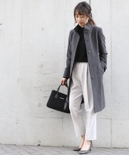 【コムサイズムレディース】 ウールコートを上品に。 スッキリ見えするシャープなデザインが人気。 シーンを選ばず着れるのが嬉しいコート。