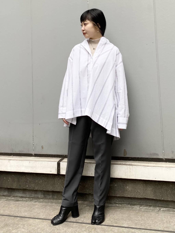 新作のマルチストライプシャツ。 春先を意識した、シアーのトップスと合わせてみました! 後ろのボリューム感がとっても可愛いシャツで一枚で様になるアイテムです。 illiのパンツも形が綺麗で履きやすいです◎