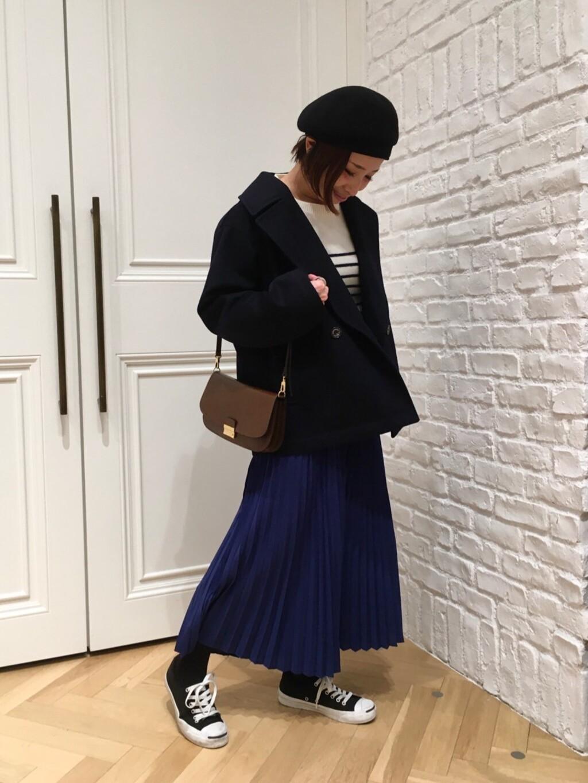 今期ブランドテーマのウィンターマリンを表現☆★ ボーダーニットとオーバーサイズのPコートが今年らしくてオシャレです♪ ボトムスは敢えてプリーツスカートで女性らしさをプラス♡ カジュアルフェミニンコーデにまとめました。