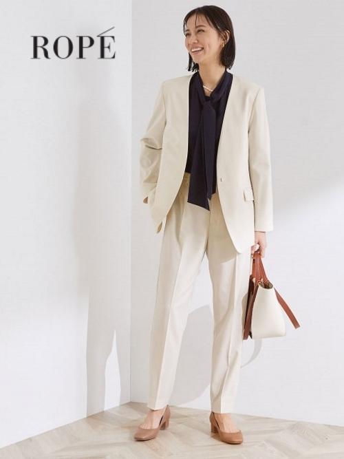 セットアップシリーズのジャケットとパンツを合わせて、春らしいハレの日スタイルに。 着丈が長めのジャケットをバサッと羽織って、ハンサムに着こなすのがおすすめです。