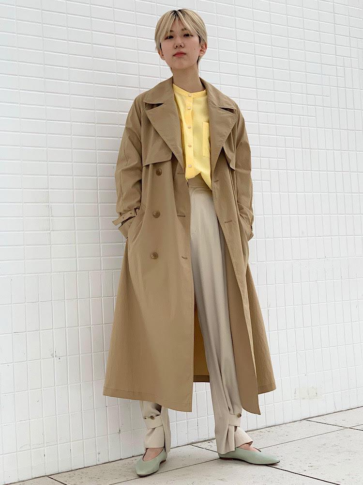 【着用レビュー 】 着用アイテム:コート 身長:161cm / 普段サイズ:36 / 着用サイズ:36 サイズ感:ゆったりしていますが、ウエストマークですっきり見せもできます。 素材感:ワッシャー加工でトレンド感のある素材です。 着心地:とても軽い着心地。撥水加工もあり、機能的です。  【着用レビュー 】 着用アイテム:ブラウス 身長:161cm / 普段サイズ:36 / 着用サイズ:ONE SIZE サイズ感:丈感長めですがサイドスリットで軽さがあります。 素材感:サスティナブルなビスコース素材。 着心地:羽織り、レイヤードなど着まわしやすい1枚。  【着用レビュー 】 着用アイテム:パンツ 身長:161cm / 普段サイズ:36 / 着用サイズ:36 サイズ感:ウエスト、丈感共にジャストサイズです。 素材感:光沢があり、きれいめな素材感。 着心地:ボタンでセミワイド、テーパードのシルエットを楽しめます。