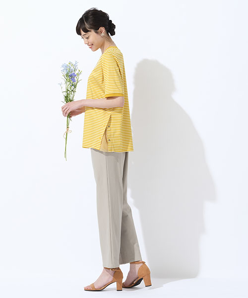 【大きいサイズ/L~3Lサイズ】春に着たいボーダーTシャツは綺麗なイエローがポイント。ワイドパンツと合わせたリラックス感のあるコーディネート。