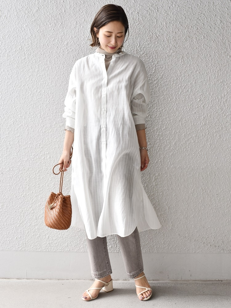 透け感とバックのデザインが今年らしいワンピース。 インナーを変えるだけで色々な着こなしが楽しめる一着です。  159cm